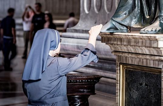 US Supreme Court Sides with Catholic Nuns in Obamacare Contraceptive Mandate